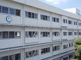 校舎の窓も全開