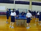 卓球では白球を追う